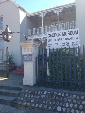 George, Güney Afrika: Entrance and opening information