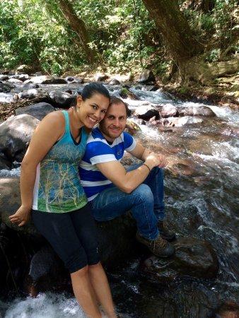 Grecia, Costa Rica: Lugar cerca de la capital. Para hacer Hiking, picnic o bañarse en un río de agua limpia.