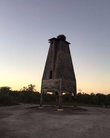 Sugarloaf, FL: Look at the osprey nest on the top of the tower