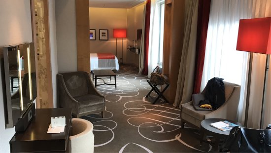 disabled room didn 39 t feel comfortable there bild von waldorf astoria berlin berlin. Black Bedroom Furniture Sets. Home Design Ideas