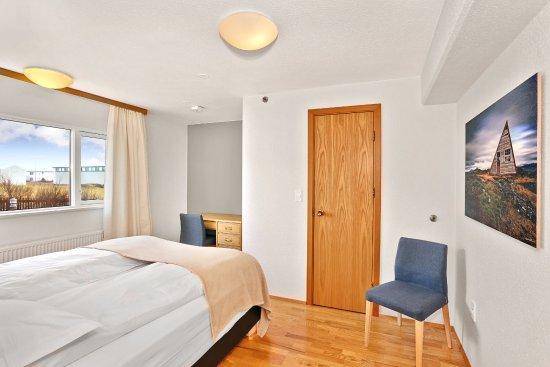 Keflavik, Islandia: Family Suite Double bedroom