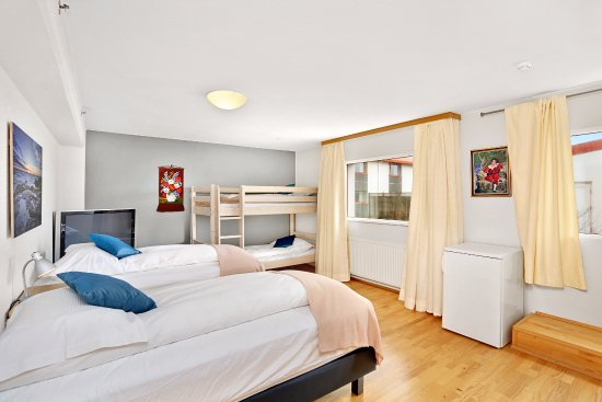 Keflavik, Iceland: Family Suite Single beds and Bunk