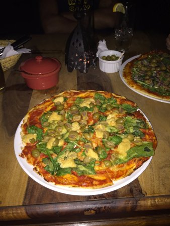 Huddersfield, UK: Vegan pizza with vegan cheese, olives, spinach and hummus.