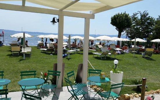 Gazebo Per Bar E Ristoranti.Spazio Esterno Sul Lago Con Stabilimento Balneare Con Bar E