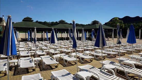 Bourbon Atibaia Convention & Spa Resort: Área de descanso da piscina