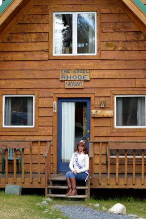 Sterling, AK: Shelley relaxing infront of cabin
