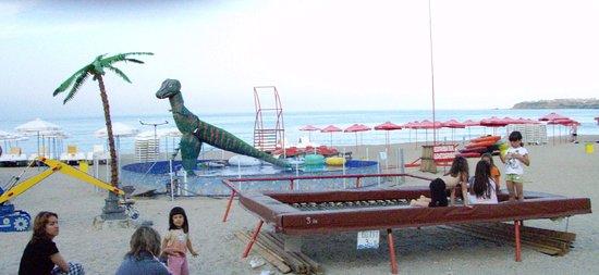 Sozopol, Bulgaria: Развлечения на пляже Хармани
