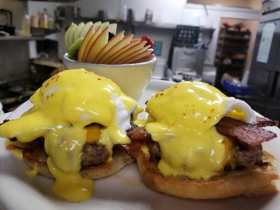 Auburn, CA: Cheeseburger Benedict