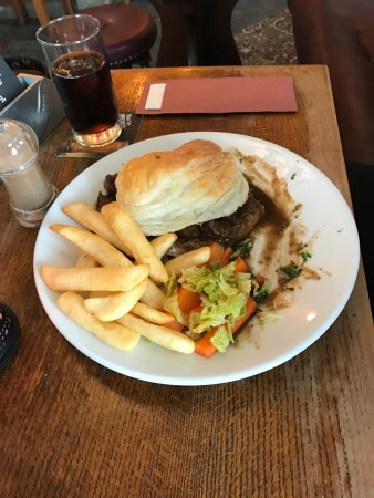 Heathfield, UK: Steak, mushroom & guiness pie with chips and veg