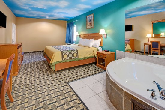 Deer Park, TX: One King Jacuzzi Suite