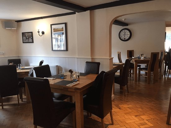 Wantage, UK: View from the bar looking through to the dining rooms