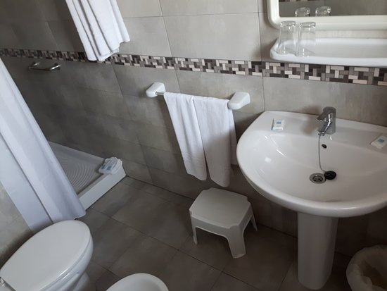 Camposol: very clean and adequate bathroom