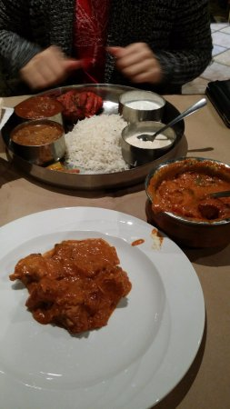 Oakville, Canadá: Veggie+chicken thali and Chicken Tikka Masala