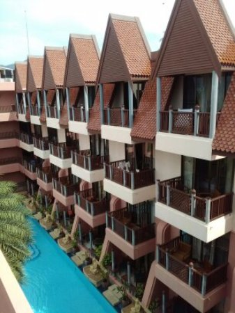Seaview Patong Hotel: vue de l'hotel, notre chambre est celle de droite sur la photo tout en haut