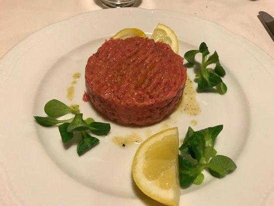 San Damiano d'Asti, อิตาลี: Carne cruda di fassone piemontese battuta al coltello