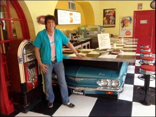Bethany, MO: Drive Car Grill inside