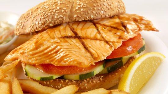 Castlegar, Canada: Salmon Fillet Sandwich