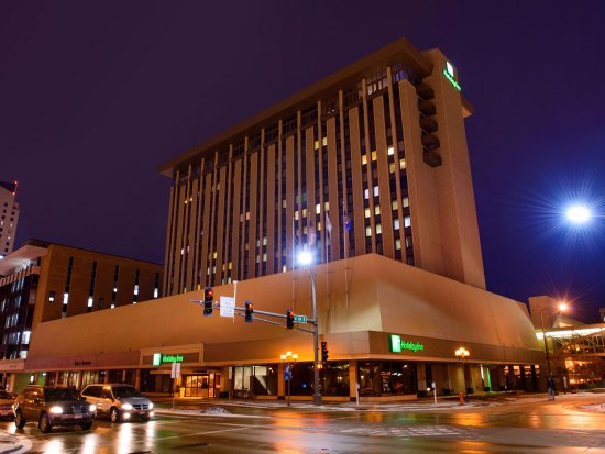 Holiday Inn Rochester Downtown: Night time view of the Holiday Inn Downtown
