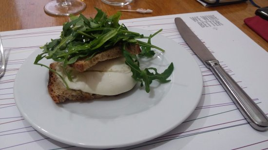 Trimani Il Winebar : Il toast con mozzarella di bufala, rucola e (se non ricordo male) colatura di alici