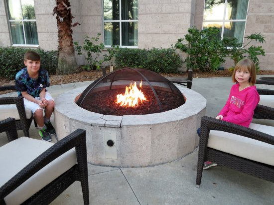 Homewood Suites Tampa Airport - Westshore: The gas fire pit was nice when the evening got cooler.