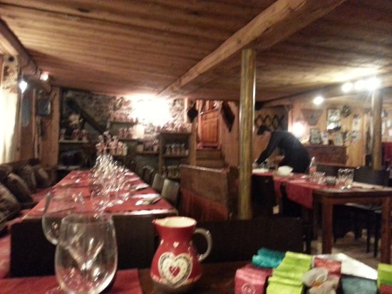 La Sachette : une partie de la salle de restaurant