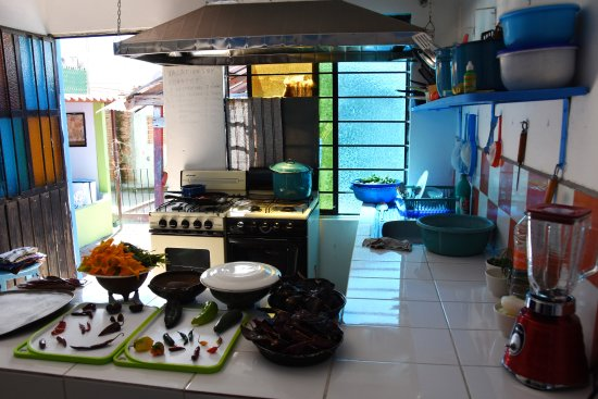 Beau Cooking Classes Oaxaca: Kitchen Classroom