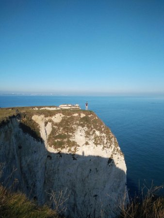 Swanage, UK: Walk to the edge if you dare...(that's me)