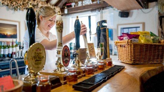 Pewsey, UK : Jemma pulling a pint