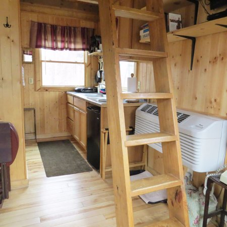 Elizabethtown, IL: Maple Oak treehouse kitchenette