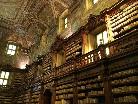 Biblioteca Statale Oratoriana dei Girolamini