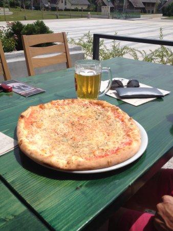 Radovljica, Eslovenia: пицца четыре сыра - советую