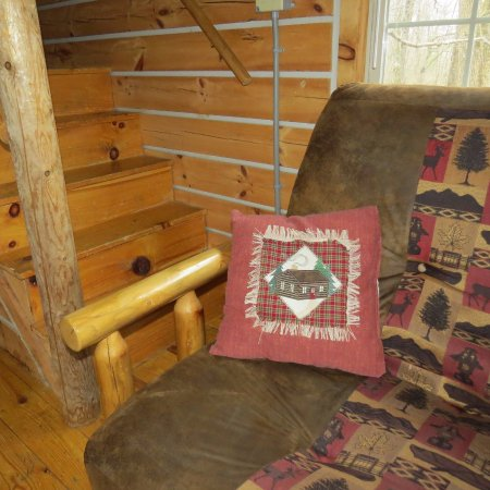 Elizabethtown, IL: Hickory Hollow log cabin