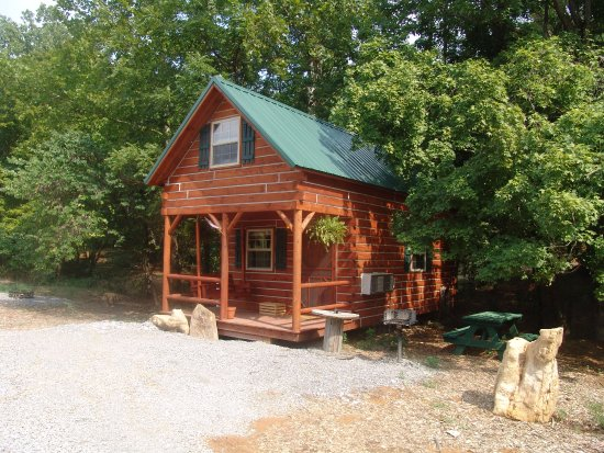 Timber Ridge Outpost & Cabins: Hickory Hollow log cabin sleeps 2-4