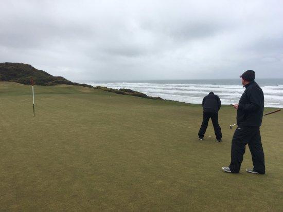 Bandon Dunes Golf Resort: Putting out at Old Macdonald