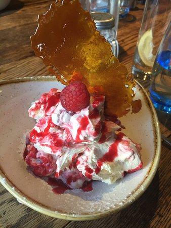 Brearton, UK: Rasberry eaton mess was AMAZING!!
