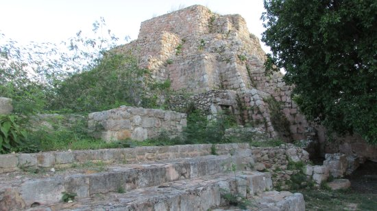 Maxcanu, Mexico: a large structure