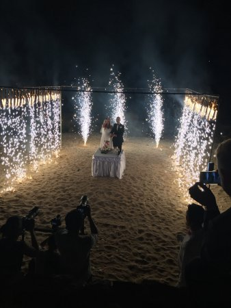 Nora Buri Resort & Spa: Cutting the cake with fireworks