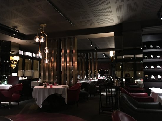 https://media-cdn.tripadvisor.com/media/photo-s/0e/7e/9e/40/interieur-du-restaurant.jpg