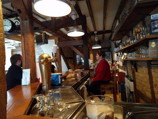 Stavelot, Bélgica: Plaatselijke cafeetje voor een biertje.