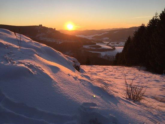 Olsberg, Tyskland: Man braucht festes Schuhwerk und Lust auf eine moderate Kletterpartie mit etwas alpinem Flair un