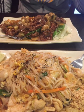 Bedford, IN: Pad Thai & Beef w/ mushrooms