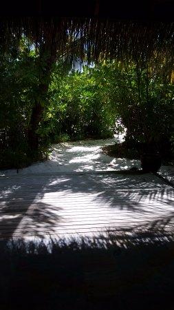 Anantara Dhigu MaldivesResort: accés privatif à la plage depuis la villa