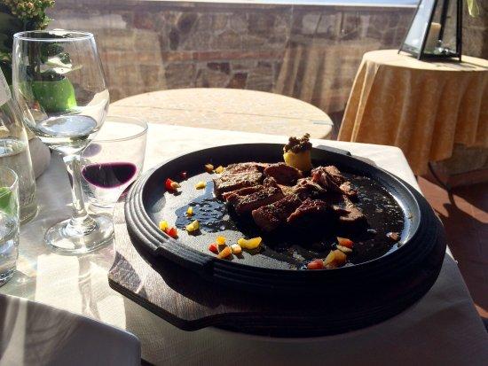 Arqua Petrarca, Italy: Tagliata alla griglia e tortelli con zucca e crema di gorgonzola