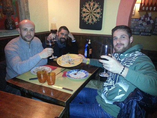 Palaia, Italy: un giovedì a cena......
