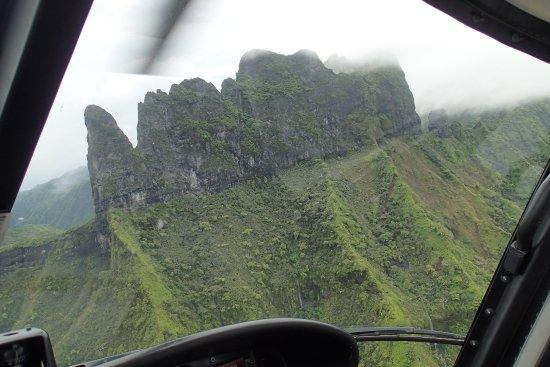 Tahiti-Helicopters: diademe côté plateau des orangers