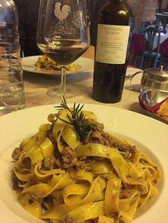 Castelnuovo Berardenga, อิตาลี: Un posto incantevole, ottima la cucina, immancabile un Chianti doc