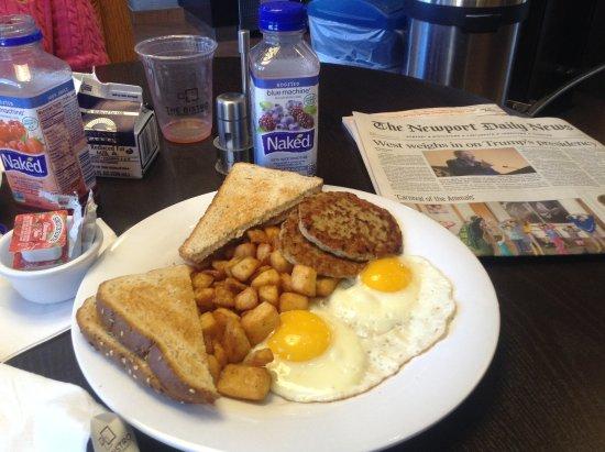 Courtyard Newport Middletown: hearty breakfast choice