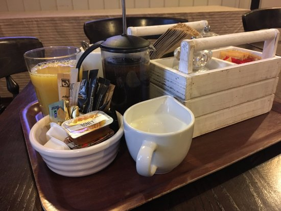 Blaxhall, UK: Coffee & Orange juice with breakfast