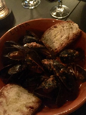 Woodbridge, Canada: Mussels and clams in tomato sauce