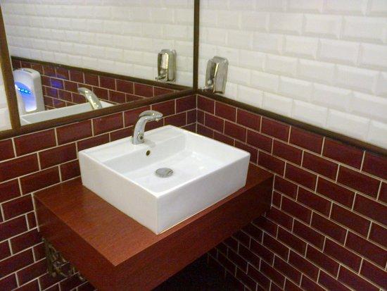 Niort, France: lavabo